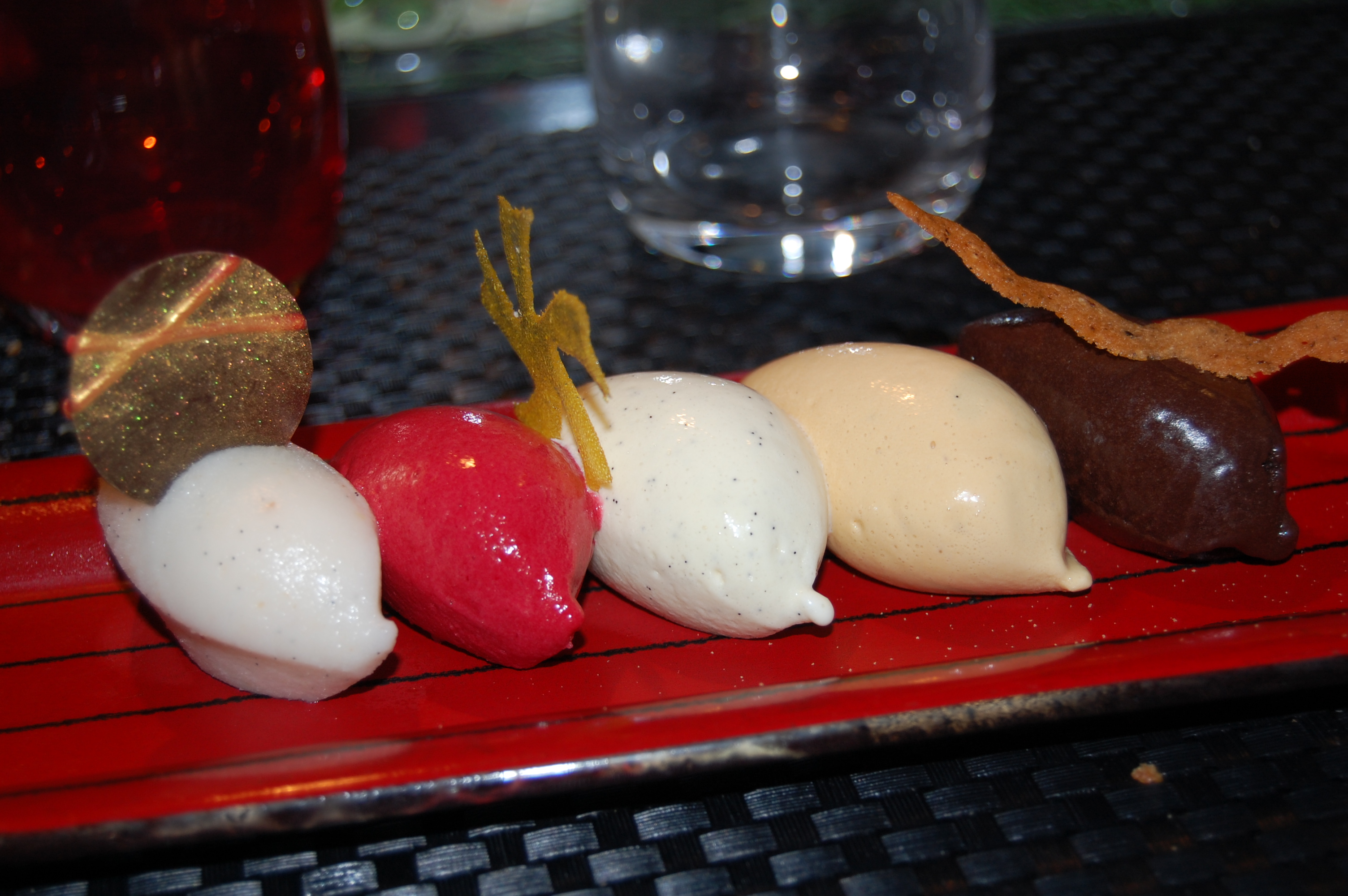 Other highlight of the '09 trip: Upon friend's insistence, we went to L'Atelier de Joël Robuchon. I'm afraid the subtleties of the $300 tasting menu were mostly lost on us after the $18 Eiffel-arita.
