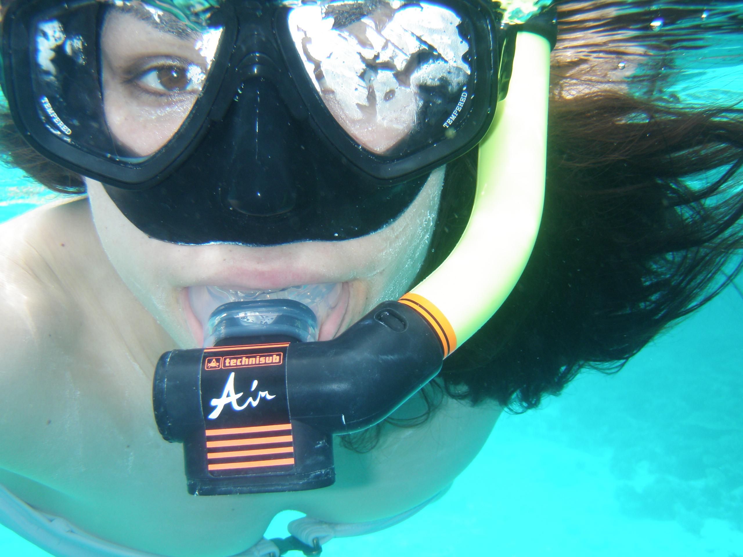 This underwater pic is somehow relevant to my contact page!